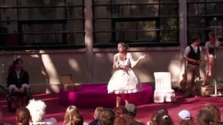 Madame et sa croupe / Chalon dans la Rue 2012