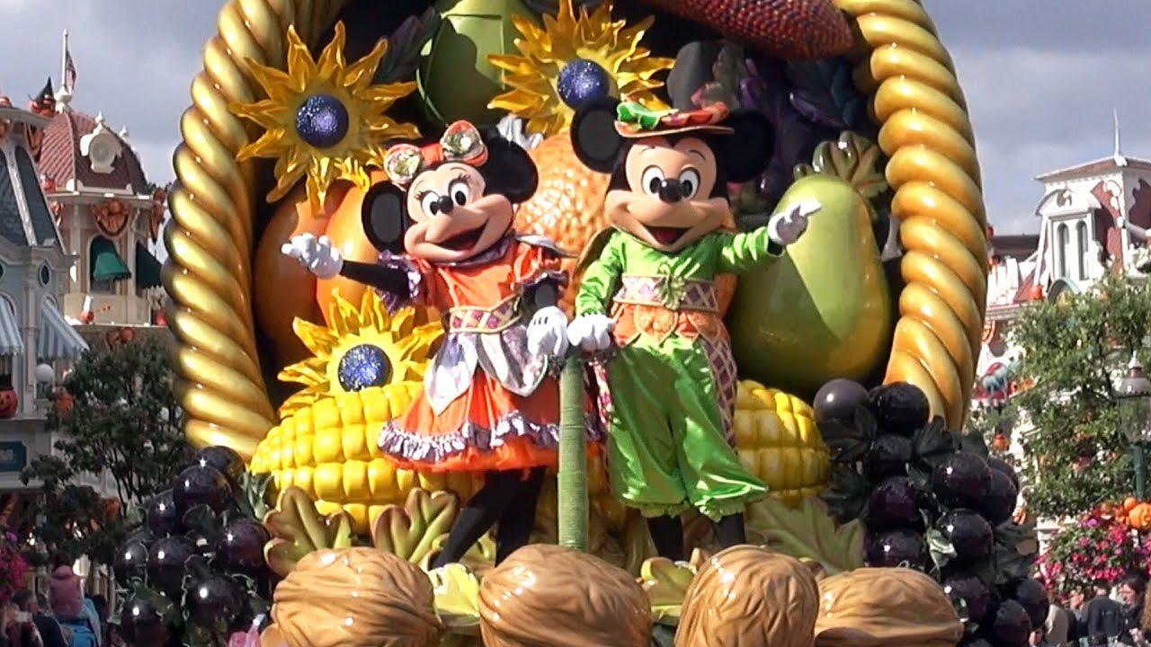mickey's halloween celebration parade - disneyland paris (le