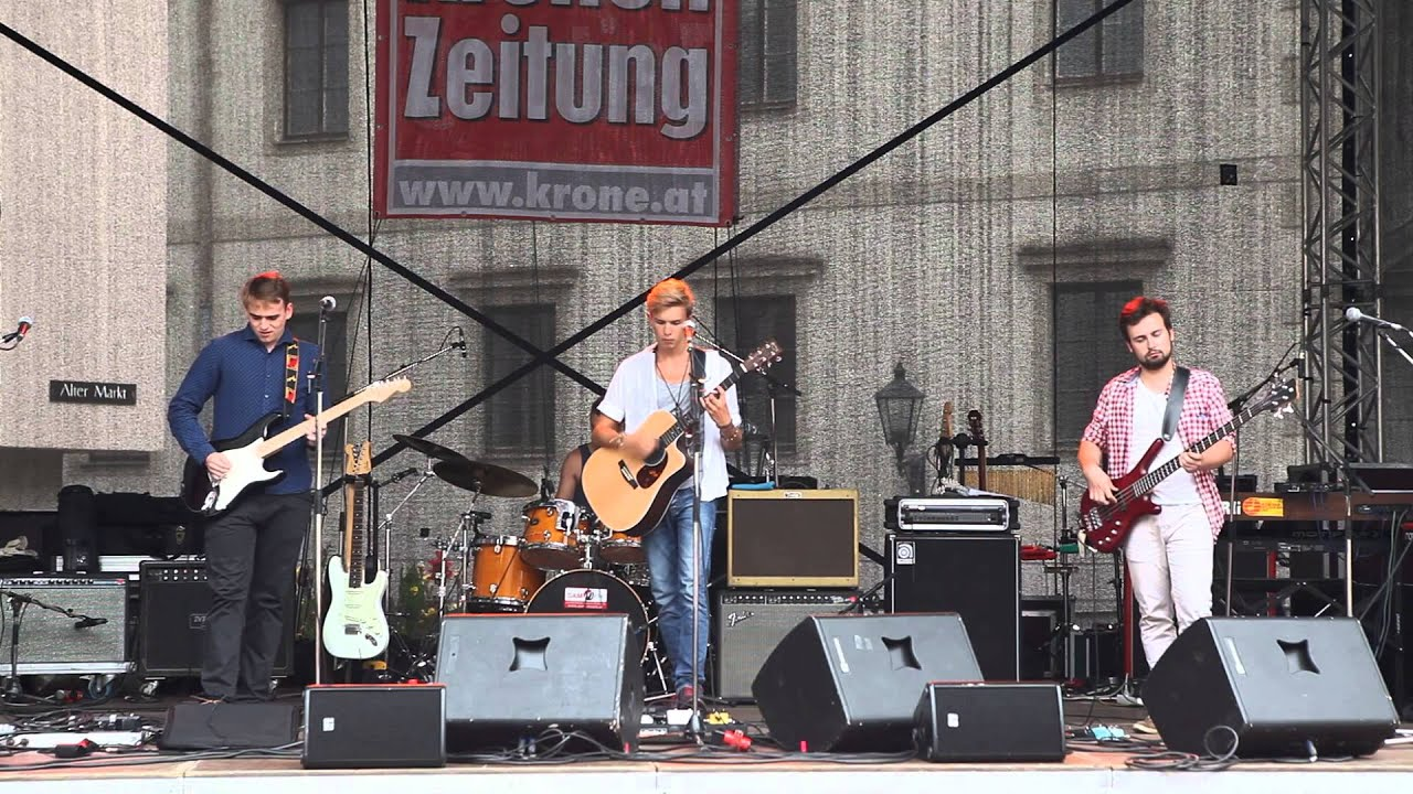 Four Loud Living Now Live At Kronefest Linz Youtube
