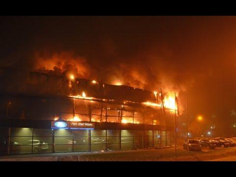 Grote brand verwoest autobedrijf Leeuwarden (18-01-2017)