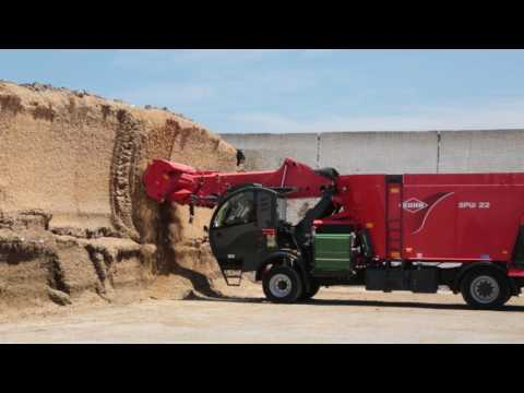 KUHN SPW Series Self-Propelled Vertical Mixers in Action!