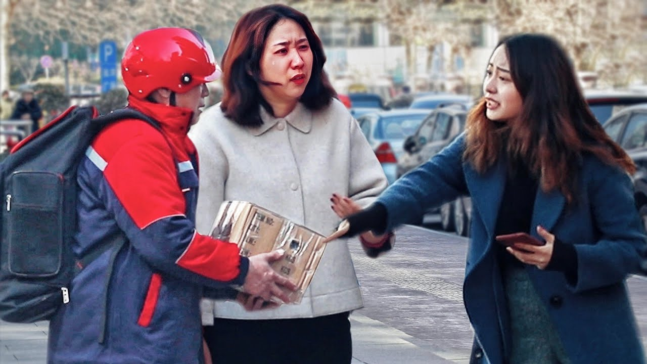The Courier Gets Scolded for Slight Breakage of the Package  | Social Experiment