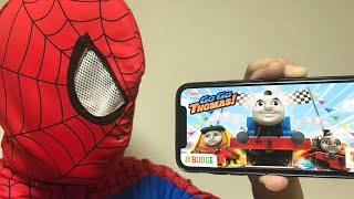 スパイダーマンが流線形トーマスを最強にアップグレード!!きかんしゃトーマス ミルキー