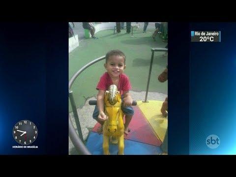 Menino de 3 anos é baleado dentro de casa no RJ | SBT Brasil (01/11/17)