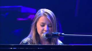 "A Young Girl Plays The Piano And Sings ""What A Wonderful World"" With Her Powerful Voice."