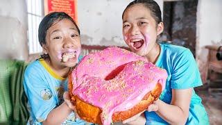 Làm Bánh doughnut Khổng Lồ ❤ Món Quà Bất Ngờ Cho Hà Vy - Trang Vlog