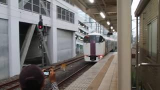 中央本線 215系 ホリデー快速ビューやまなし号新宿行き 立川駅発車