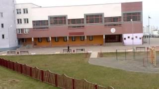 Джедай охраняет школу