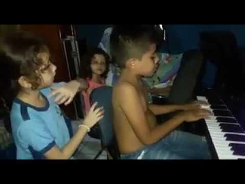Crianças Cantando Teu santo nome - Gabriela Rocha