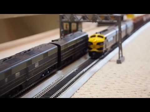 """HO scale B&O """"National Limited"""" pt 2: 14 cars meets Erie freights"""