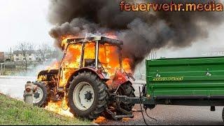 Traktor gerät während der Fahrt in Brand