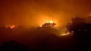 Сильна пожежа поблизу Афін