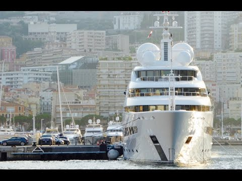 Onboard a Super Yacht: How to dock a 100 metre yacht!