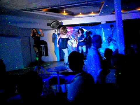drag queen show en Blue Chairs, Puerto Vallarta 9-2011 (dirty bitches show)