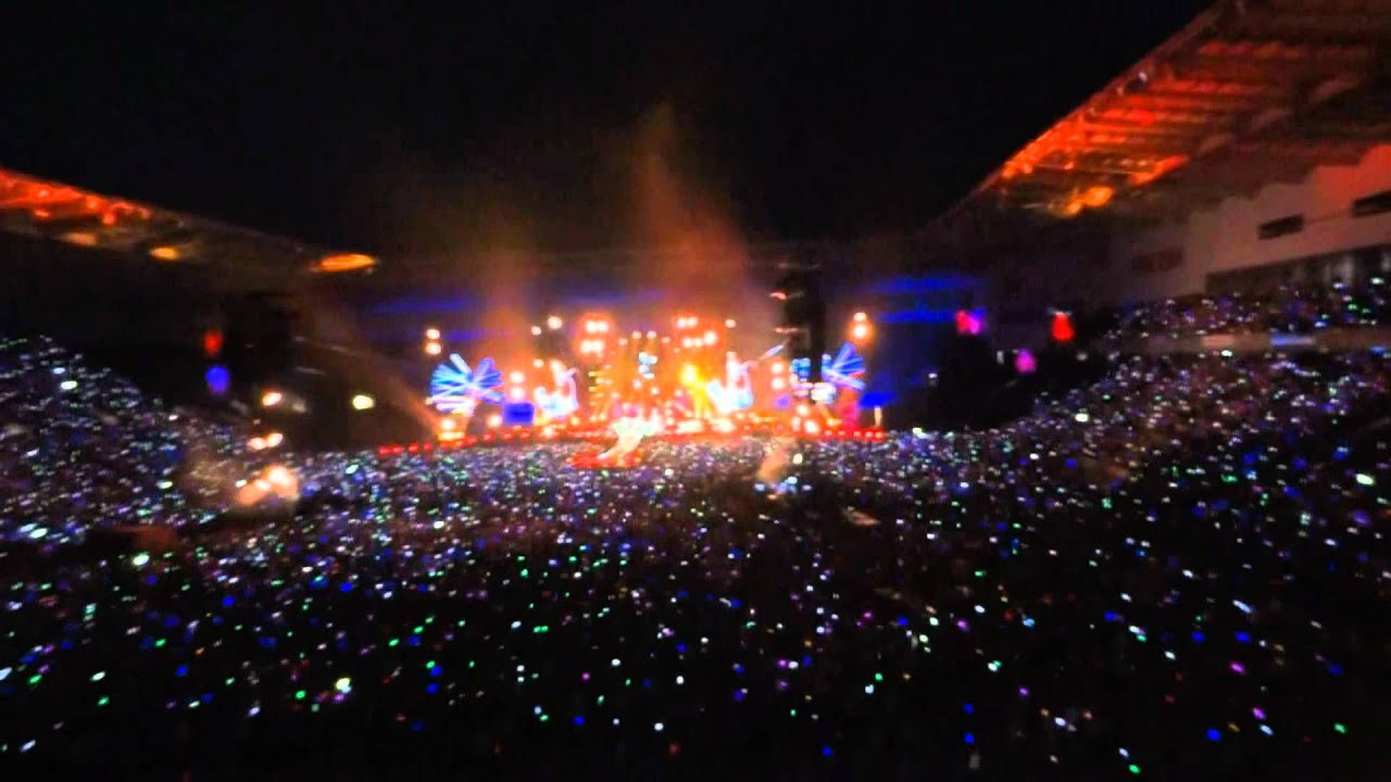 Emirates Wallpaper Hd Lights On Charlie Brown Coldplay Live At Coventry