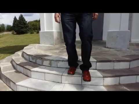 Как правильно подниматься и спускаться по лестнице