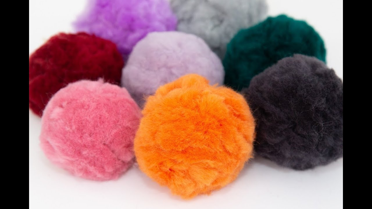 2608bd38aaaf6a How to make Pompoms from super chunky Merino wool with BeCozi - YouTube