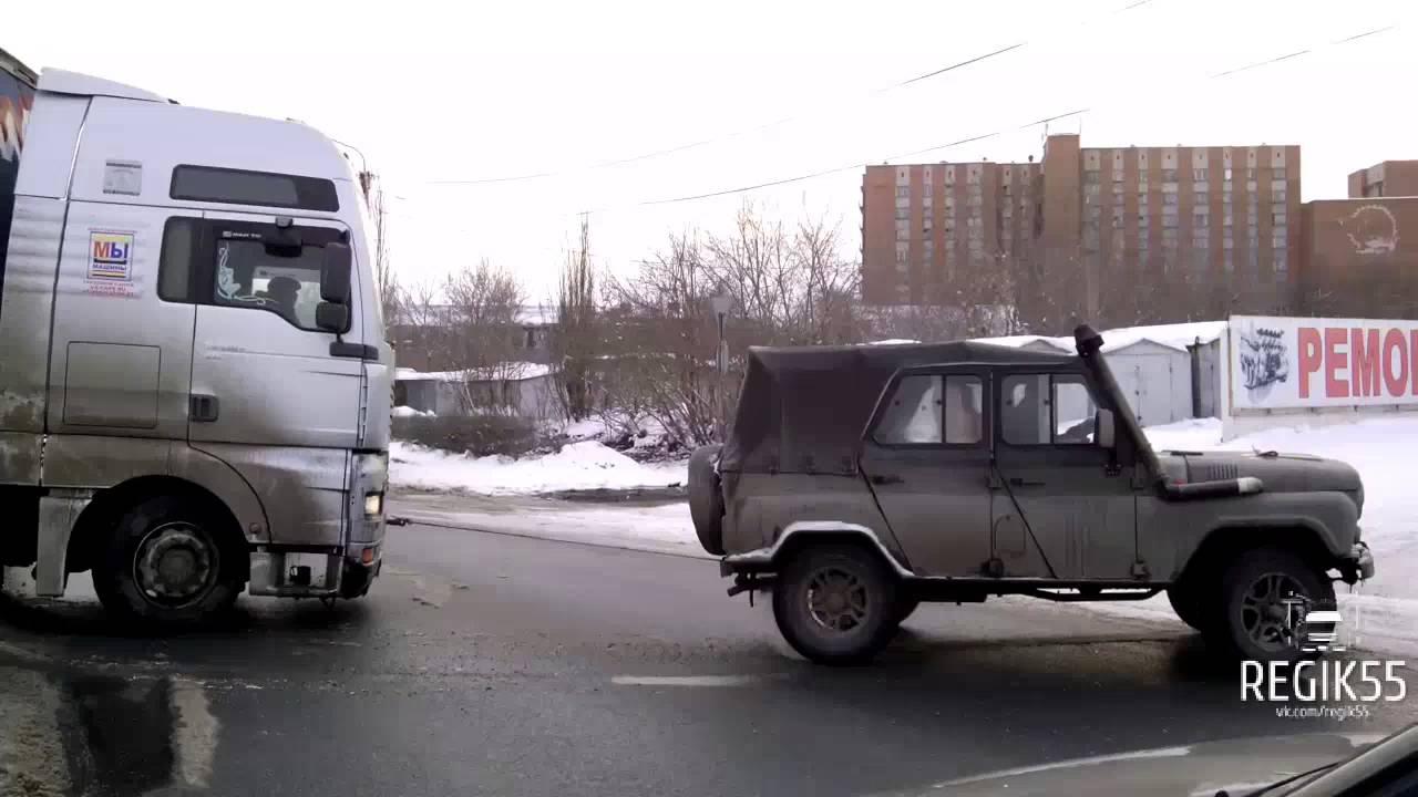 Омский Субару Форестер расхлестался на Фрунзенском мосту 22.12.2013