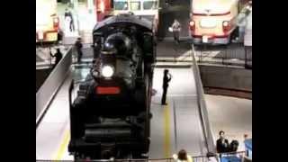C57形式135号機蒸気機関車の汽笛吹鳴と転車台の回転実演.