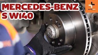 Hoe een remschijven vooraan van remblokken vervangen op een Mercedes-Benz S W140 HANDLEIDING