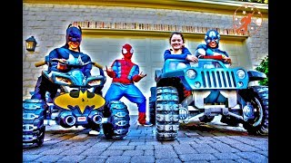 Little Superheroes - SpiderCon with Captain America and Supergirl VS Spiderman