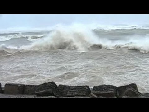 Visibility in Visakhapatnam falls below 500 metres as Cyclone Hudhud approaches