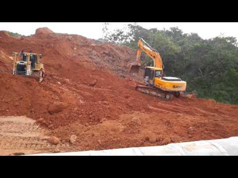 Escavadeira SANY SY215C e trator de esteiras CATERPILLAR D6