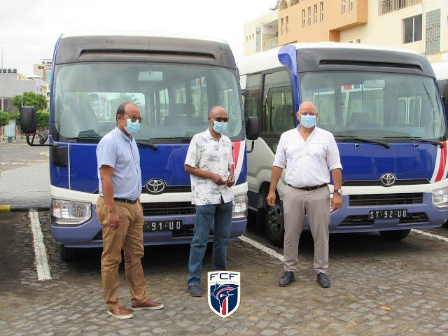 A FCF recebeu seis autocarros no âmbito do programa FIFA Forward