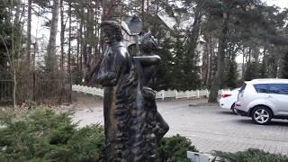 Светлогорск,  Раушен. Январь 2019 год. Памятник Гофману. Персонажи сказок Гофмана.