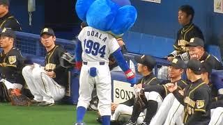 阪神タイガース2018/メモを見せるドアラに鳥谷選手も大爆笑(2018.03.17) thumbnail