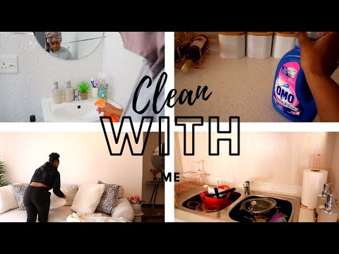 VLOG| CLEAN MY APARTMENT WITH ME | KITCHEN, BEDROOM AND LIVING ROOM CLEANING| SOUTH AFRICAN YOUTUBER