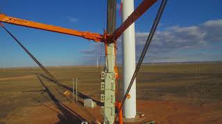 Download Video The Zoomlion QAY2000 all-terrain crane in the Xinjiang Hami Kushui wind farm project. MP3 3GP MP4