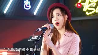 Gambar cover 美女翻唱孙耀威粤语经典《爱的故事上集》短视频精选#111