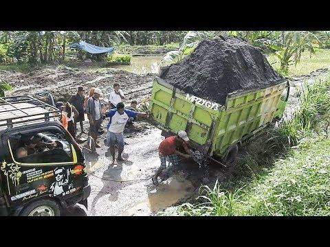 Overloaded Dump Truck Almost Tip Over Recovery   Solidaritas Sopir Truk Pasir