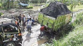 Overloaded Dump Truck Almost Tip Over Recovery | Solidaritas Sopir Truk Pasir