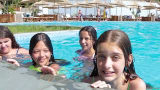 Summer game -  Pool challenge , who can hold breath longer