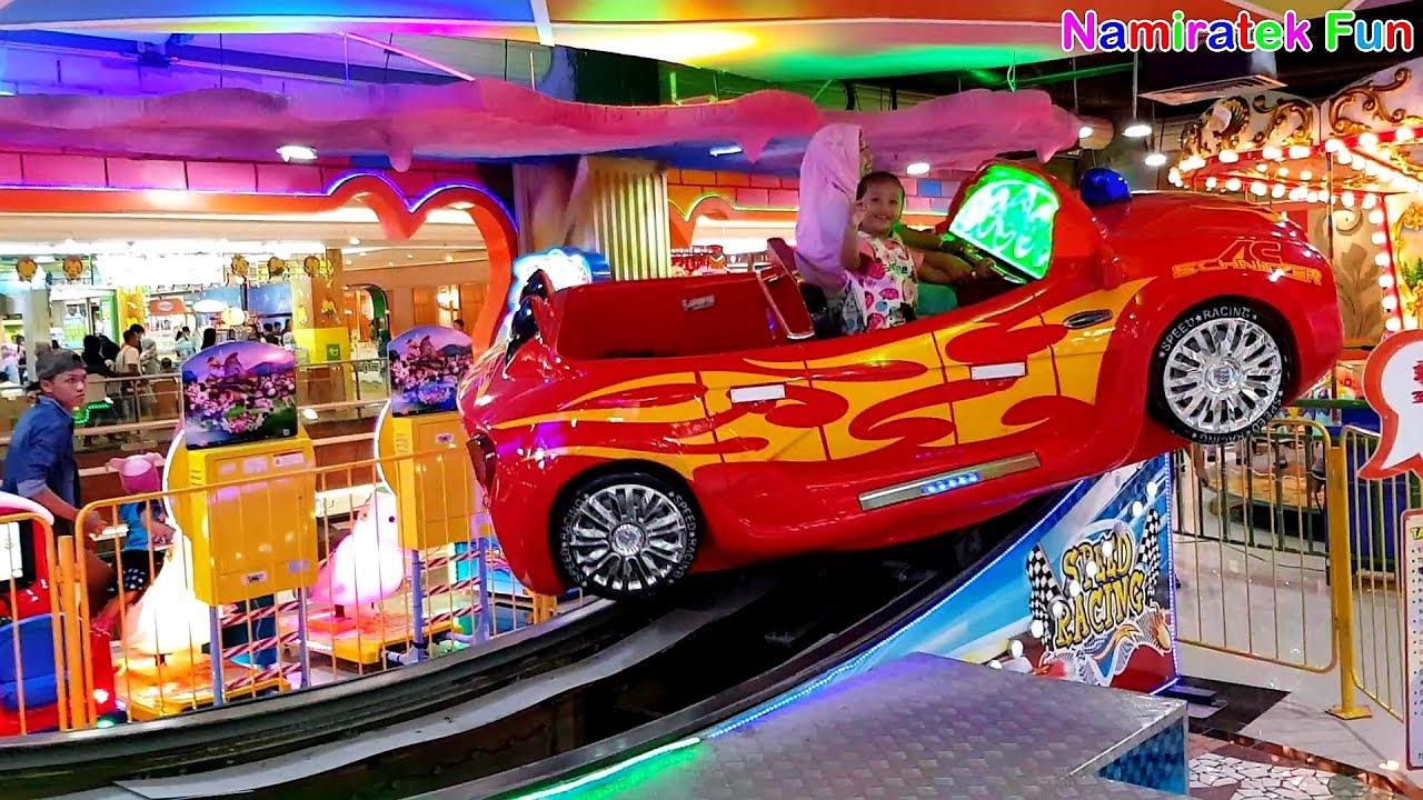 Balita Lucu Naik Odong-Odong Mobil Mobilan Anak di Mall