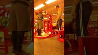 Gambar cover 305kg bacak antrenman, squat