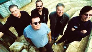 Watch Los Lobos Everybody Loves A Train video