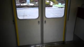 開けてすぐに閉めるためバグるドアチャイムwww (近鉄5200系) thumbnail