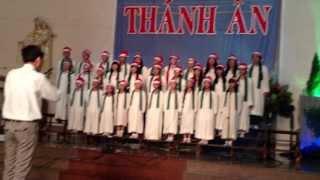 Oh Holy Night & The First Noel (CĐ Maria Goretti - Gx Hàng Xanh - Đêm Thánh Ân 2013)