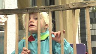 Realer Irrsinn: Zaun durch Kindergarten | extra 3 | NDR