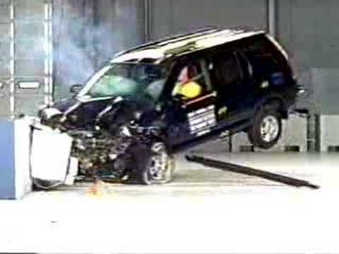 Crash test 2002 2006 honda cr v frontal offset iihs for Iihs honda crv