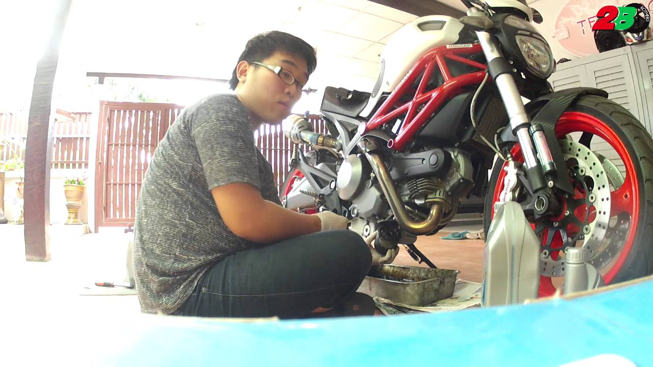 change engine oil & oil filter ducati monster in thailand (by