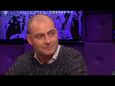 Lange Frans raakt gevoelige snaar - RTL LATE NIGHT