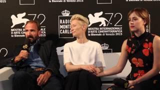 Tilda Swinton e Ralph Fiennes: ecco la bellezza selvaggia di Pantelleria