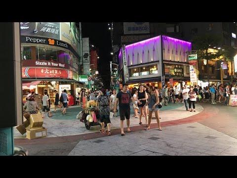 A walk along Ximending 西門丁 by night   Taipei, Taiwan in 4K