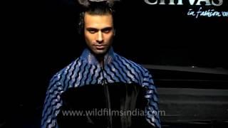 Fashion icon Arjun Rampal at Rohit Bal fashion show