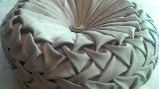 Repeat youtube video Canadian smocking/capitone round cushion by Debbie Shore. Matrix design.