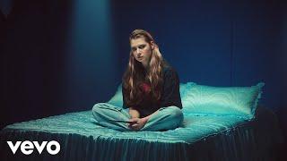 Смотреть клип Baby Queen - Pretty Girl Lie